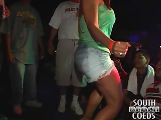 Booty Shake Contest and Fight After - SouthBeachCoeds