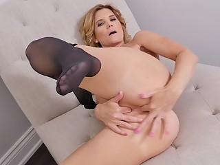Canadian milf Alby finger fucks her ass